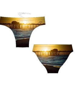 FINIS Brief Beach Scene